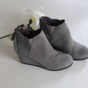 Maurices gray suede wedges ankle boots